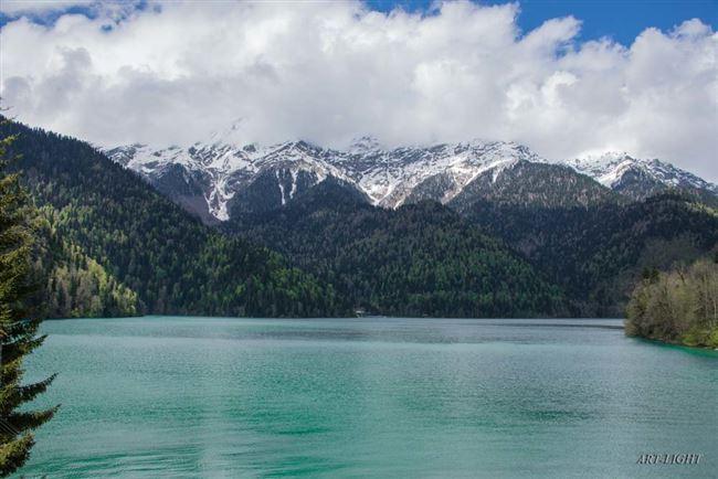 История и легенды озера Рица